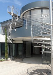 bandeaux en alu laqué + escaliers et garde-corps inox Pereira